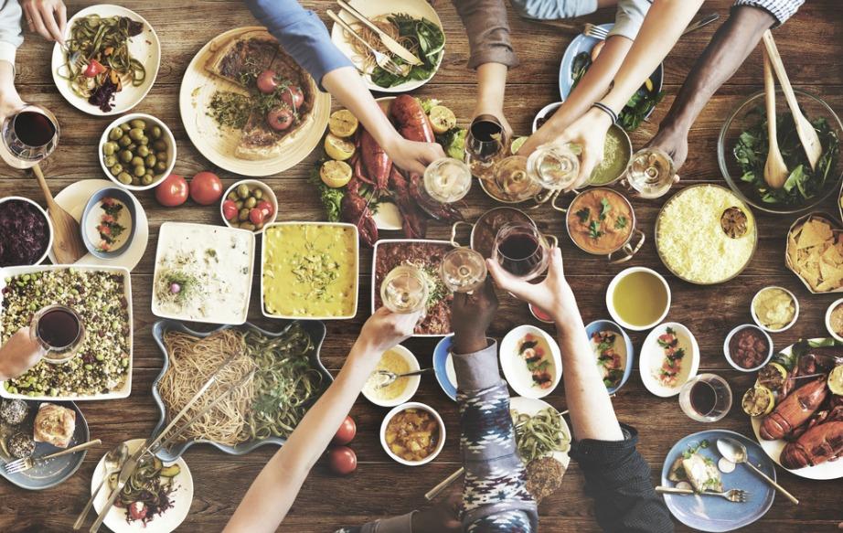 Το φαγητό και τα ποτά παίζουν ένα αρκετά σημαντικό ρόλο στο party.