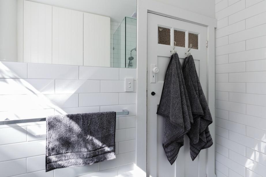 Αν υιοθετείτε έναν εργένικο τρόπο ζωής καλό θα ήταν να αλλάζετε τακτικά πετσέτες στο μπάνιο σας.