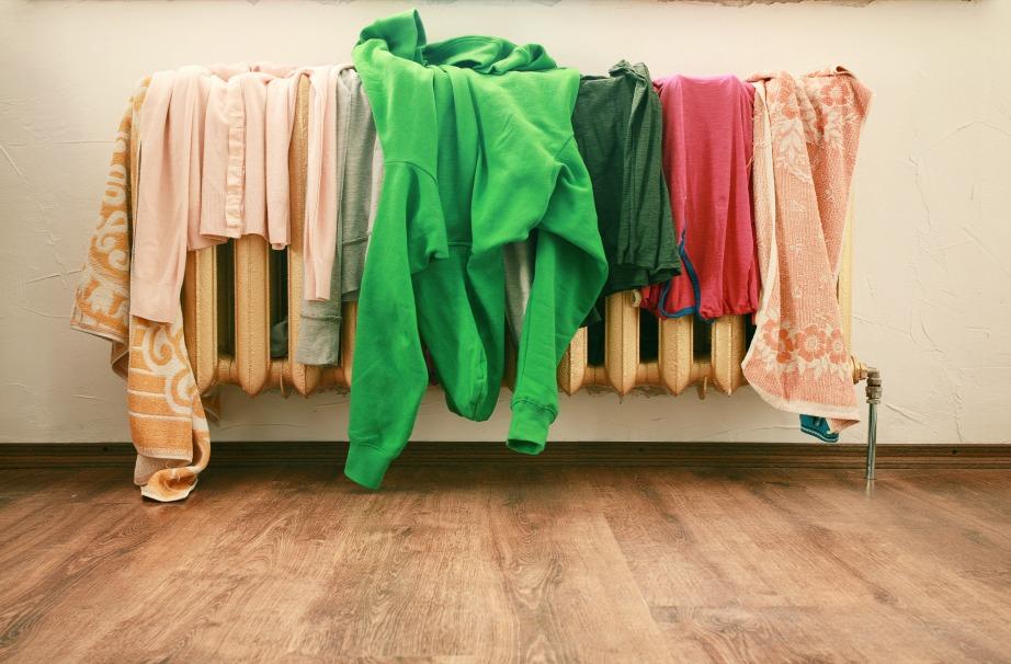 Η συνήθης λάθος τακτική είναι να τοποθετείτε τα ρούχα πάνω στο καλοριφέρ για να στεγνώσουν όσο το δυνατό πιο γρήγορα.