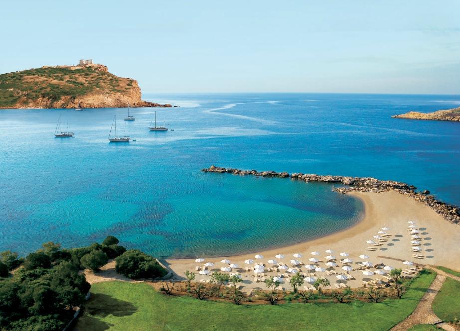Η ενέργεια της περιοχής και οι παραλίες με φόντο το Ναό του Ποσειδώνα ικανοποιούν και τους πιο απαιτητικούς.