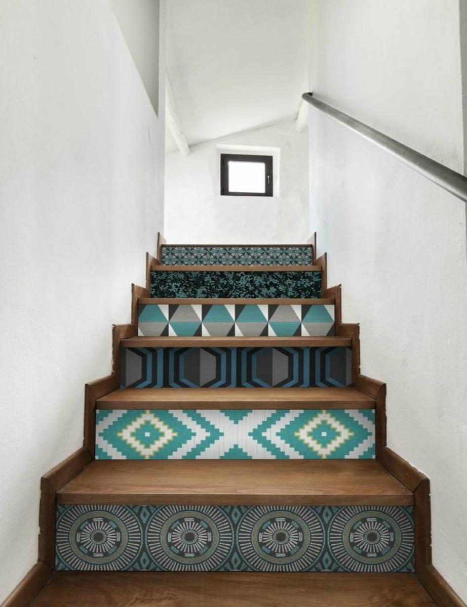 Τοποθετήστε ταπετσαρία ανάμεσα στα σκαλοπάτια.