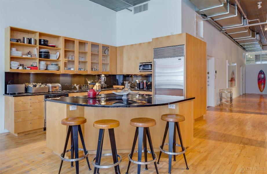 Η κουζίνα είναι άκρως σύγχρονη και stylish.
