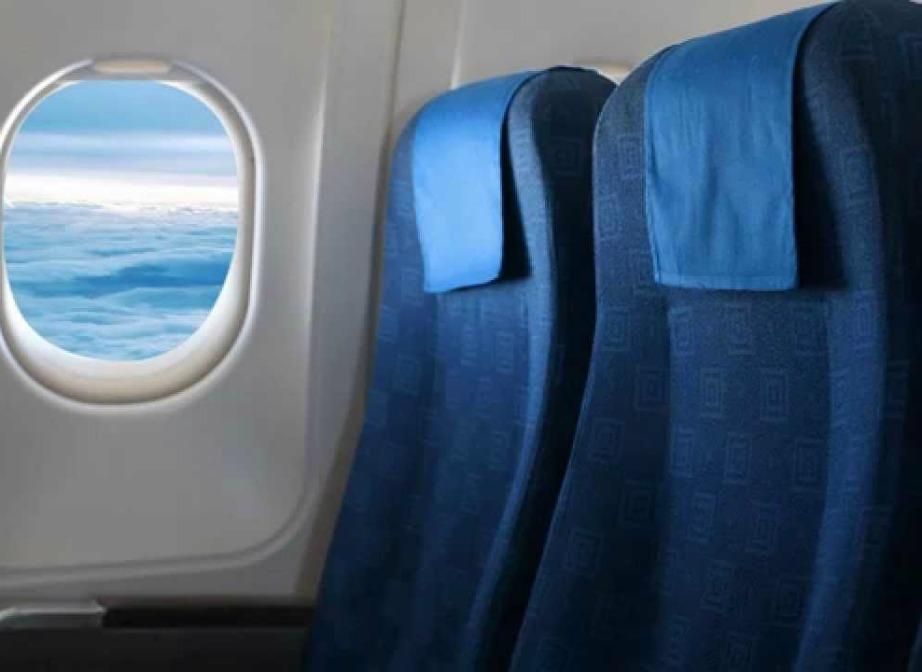 Μπορεί το αεροπλάνο να καθαρίζεται μετά από κάθε πτήση αλλά κάποια σημεία έχουν συσσωρευμένη βρομιά που δεν καθαρίζεται εύκολα.