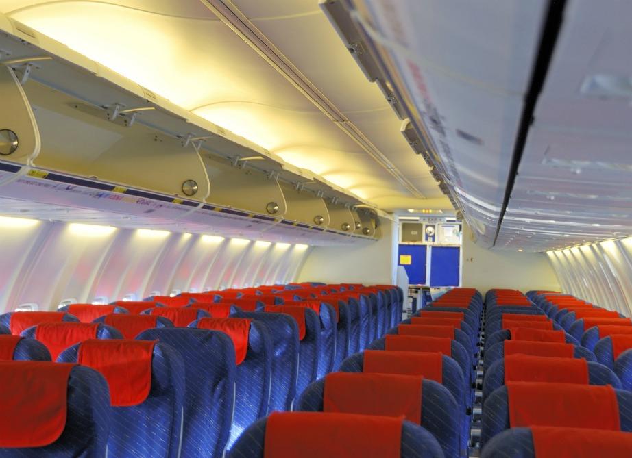 Υπάρχουν πολλά αντικείμενα και σημεία μέσα σε ένα αεροπλάνο που δεν θα έπρεπε να αγγίζετε αλλά ποια είναι τα πιο βρώμικα;