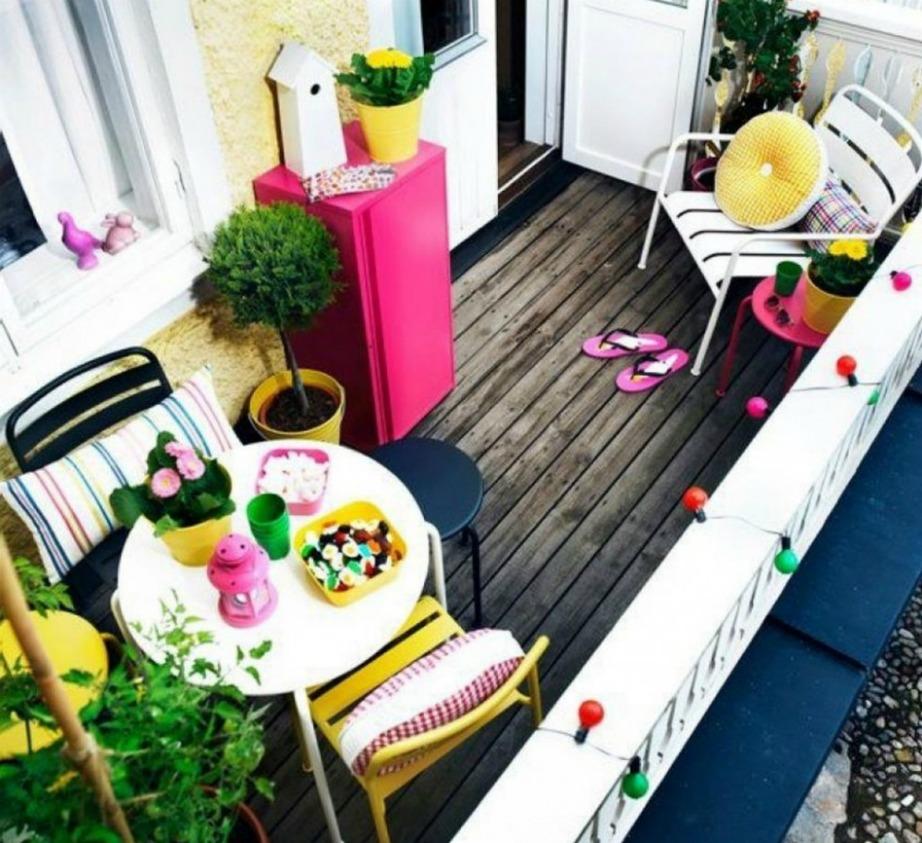 Βάλτε μπόλικο χρώμα στη βεράντα σας.