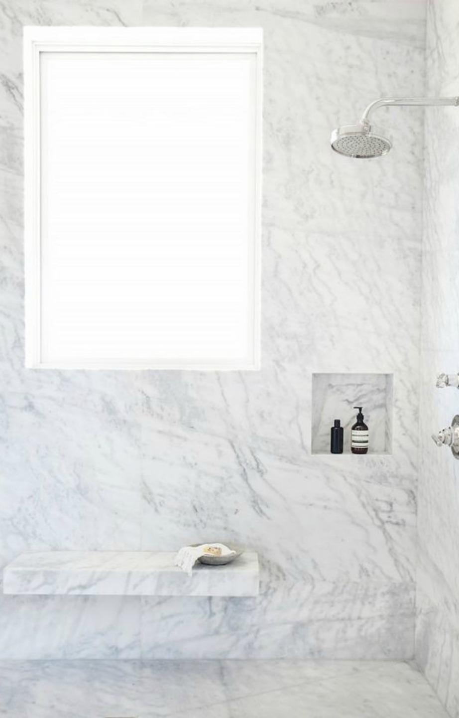 Μίνιμαλ δε σημαίνει απαραίτητα βαρετό. Η μίνιμαλ διακόσμηση είναι must φέτος και ταιριάζει πολύ στο λευκό χρώμα.