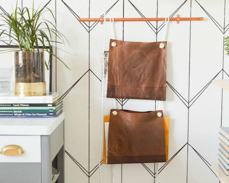 Δείτε τι όμορφες που είναι αυτές οι αδιάβροχες τσάντες. Αγοράστε από μια τσάντα για να βάζει ο καθένας τα δικά του πράγματα μέσα στη δική του τσάντα.