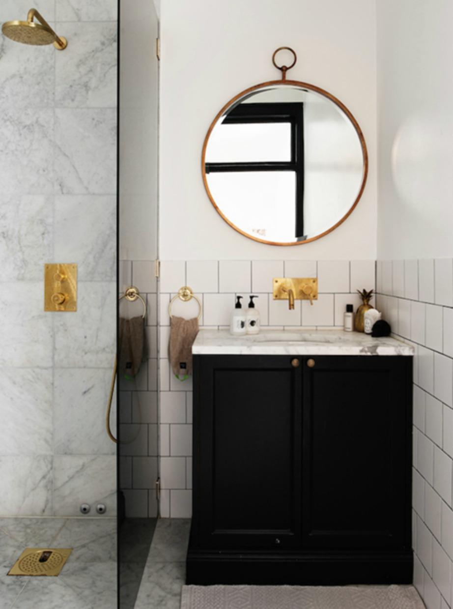 Αν θέλετε να επιλέξετε στρογγυλό ή τετράγωνο καθρέφτη για το μπάνιο σας επιλέξτε τον στρογγυλό.