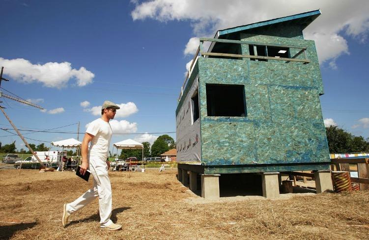 Η ομάδα του Brad Pitt συναντήθηκε με τους ιθαγενείς ώστε να φτιάξουν τα σπίτια σύμφωνα με την κουλτούρα και τον τρόπο ζωής τους.