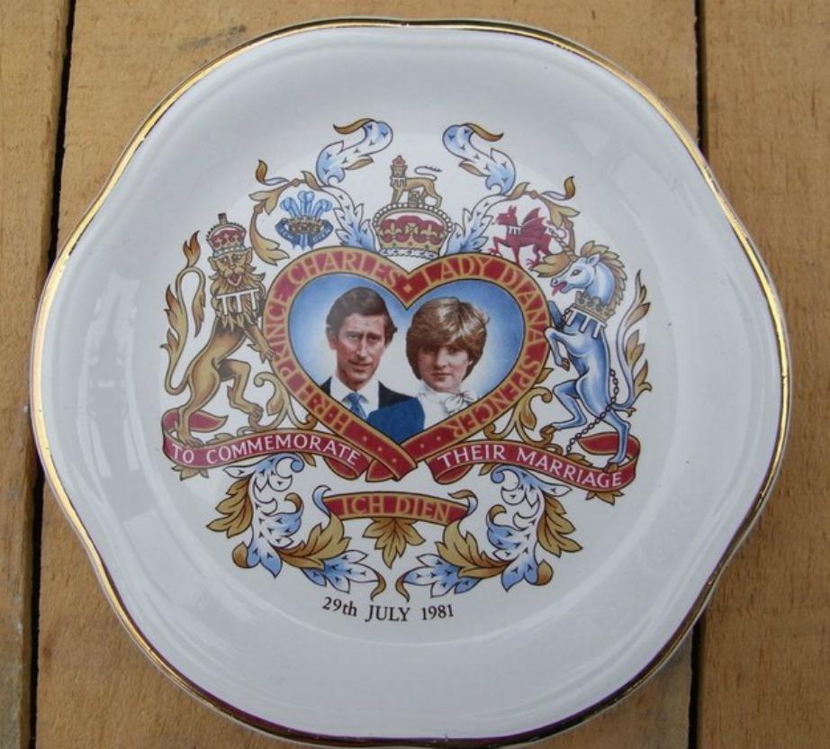 Δεν υπάρχει βρετανικό σπίτι χωρίς ενθύμιο από βασιλικούς και πριγκιπικούς γάμους.