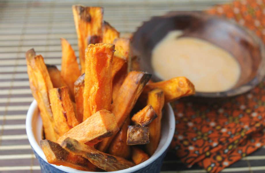 Απολαύστε ψητές γλυκοπατάτες αντί για τσιπς ή τηγανιτές πατάτες: είναι πιο νόστιμες και πιο θρεπτικές!