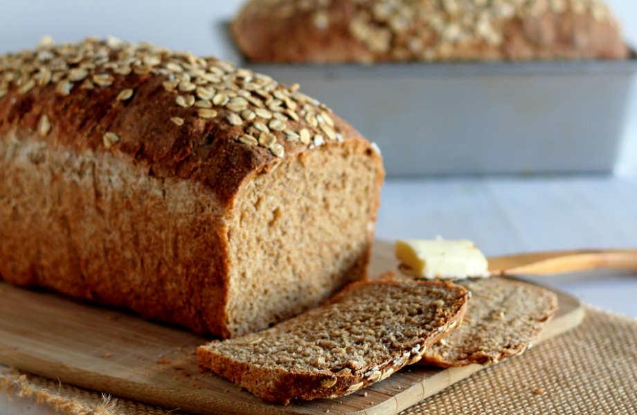 Το πολύσπορο ψωμί είναι πλούσιο σε φυτικές ίνες κι, έτσι, σας κρατάει χορτάτους για περισσότερη ώρα.
