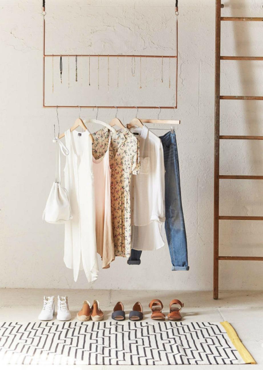 Η τέλεια λύση για δωμάτια χωρίς πολύ έξτρα χώρο για ντουλάπες.