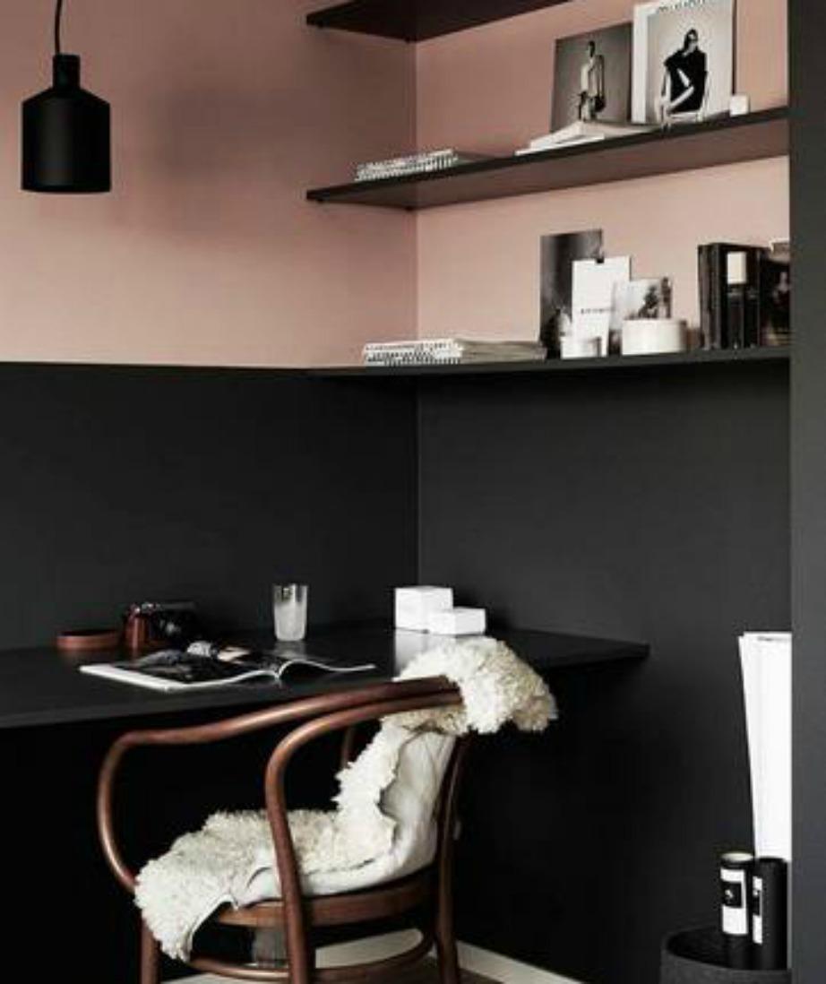 Μια ωραία ιδέα διακόσμησης είναι να βάλετε τα ράφια σας ακριβώς στο χώρισμα των δύο χρωμάτων και να τα βάψετε στην απόχρωση του κάτω τμήματος του τοίχου.