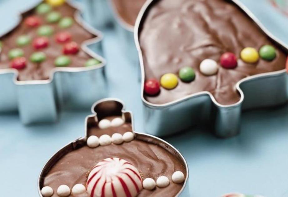 Φτιάξτε γλυκίσματα σε χριστουγεννιάτικο σχήμα.