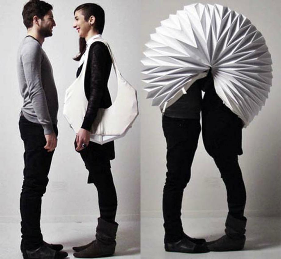 Φιληθείτε ακόμα και δημόσια χωρίς να σας βλέπει κανείς.