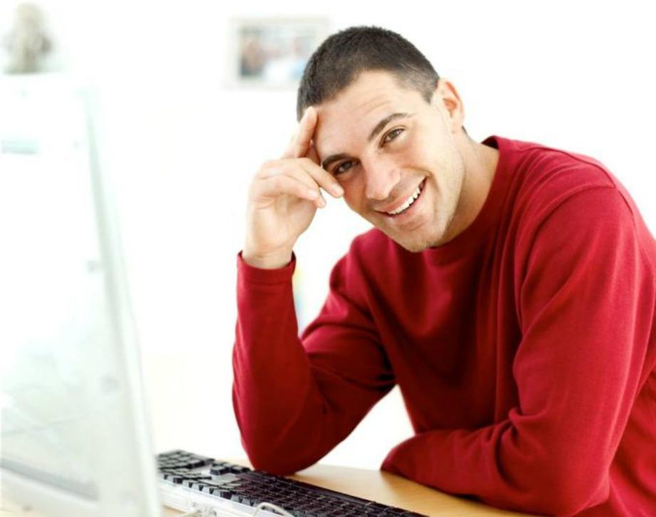 Η κόκκινα μπλούζα και γενικά το κόκκινο χρώμα κάνει τις γυναίκες πιο ευάλωτες στο να υποκύψουν στο φλερτ ενός άνδρα.