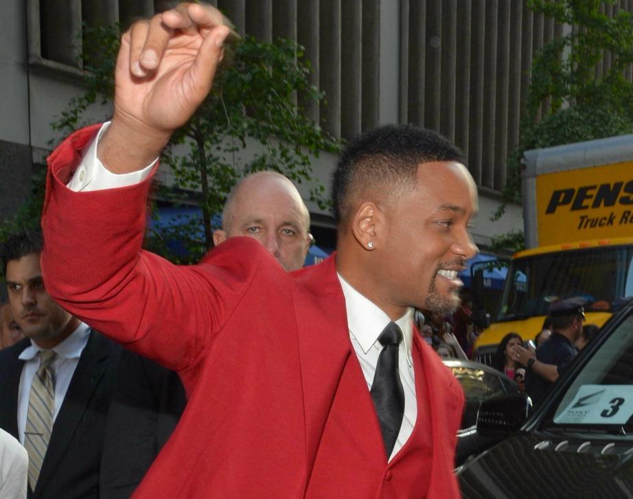 Τυχαία νομίζετε επιλέγει ο Will Smith τα κόκκινα κοστούμια του;
