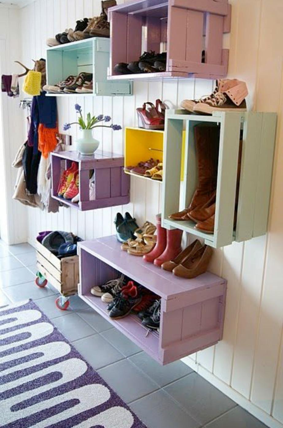 Χρησιμοποιήστε τα καφάσια στηνείσοδο του σπιτιού ως αποθηκευτικούς χώρους.