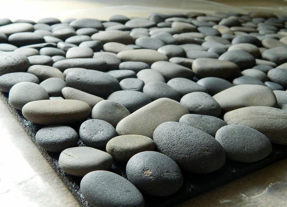 Φτιάξτε μόνοι σας ένα ωραίο πατάκι από πέτρες και βότσαλα.