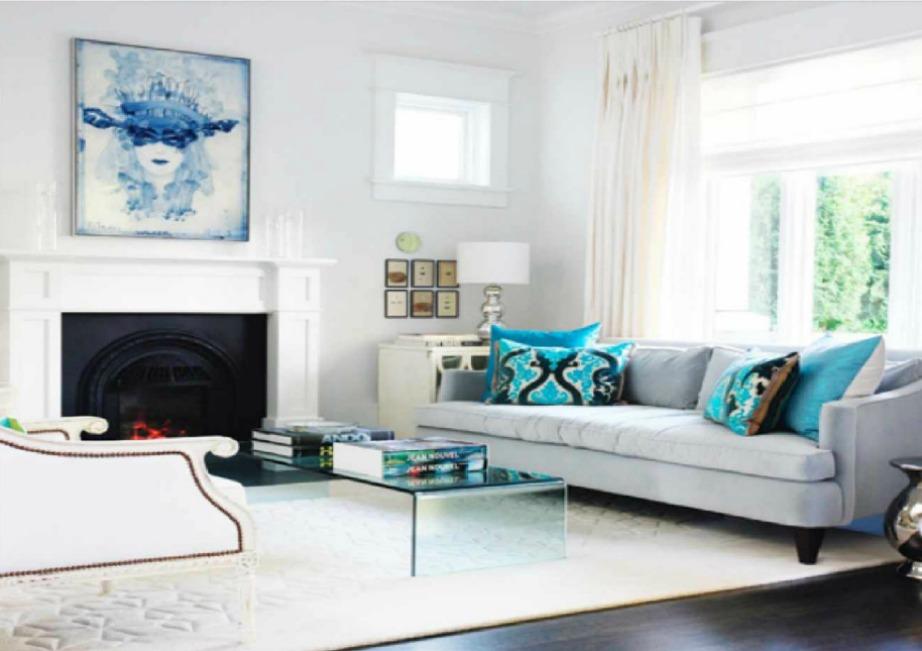 Οι λευκοί τοίχοι με τον κατάλληλο φωτισμό μπορούν να αναδειχθούν και να φωτίσουν όλο το δωμάτιο.