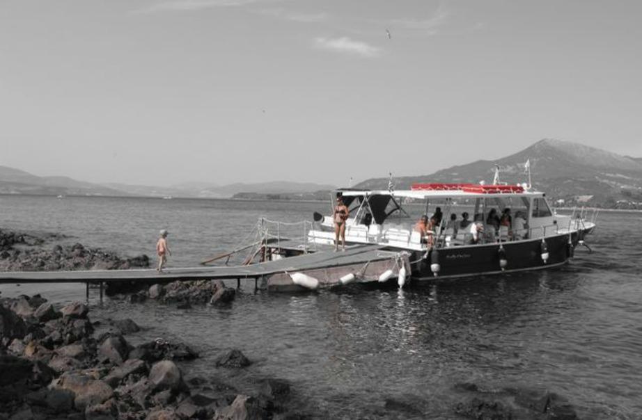 Δρομολόγια προς τα νησιά υπάρχουν καθημερινά από τα Καμένα Βούρλα.