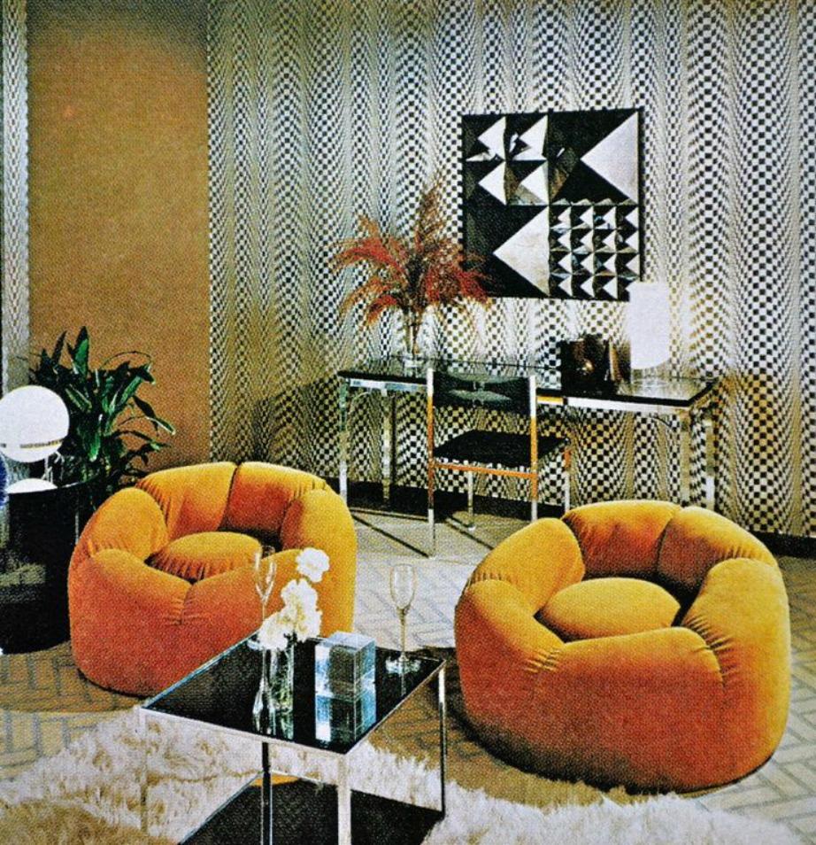 Αυτό το σαλόνι έχει μια δόση πολυτέλειας που όμως δείχνει πολύ ξεπερασμένη και καθόλου φυσική. Προτιμήστε πιο μοντέρνα διακόσμηση και ενισχύστε με διακοσμητικά και λεπτομέρειες με gamorous στοιχεία.