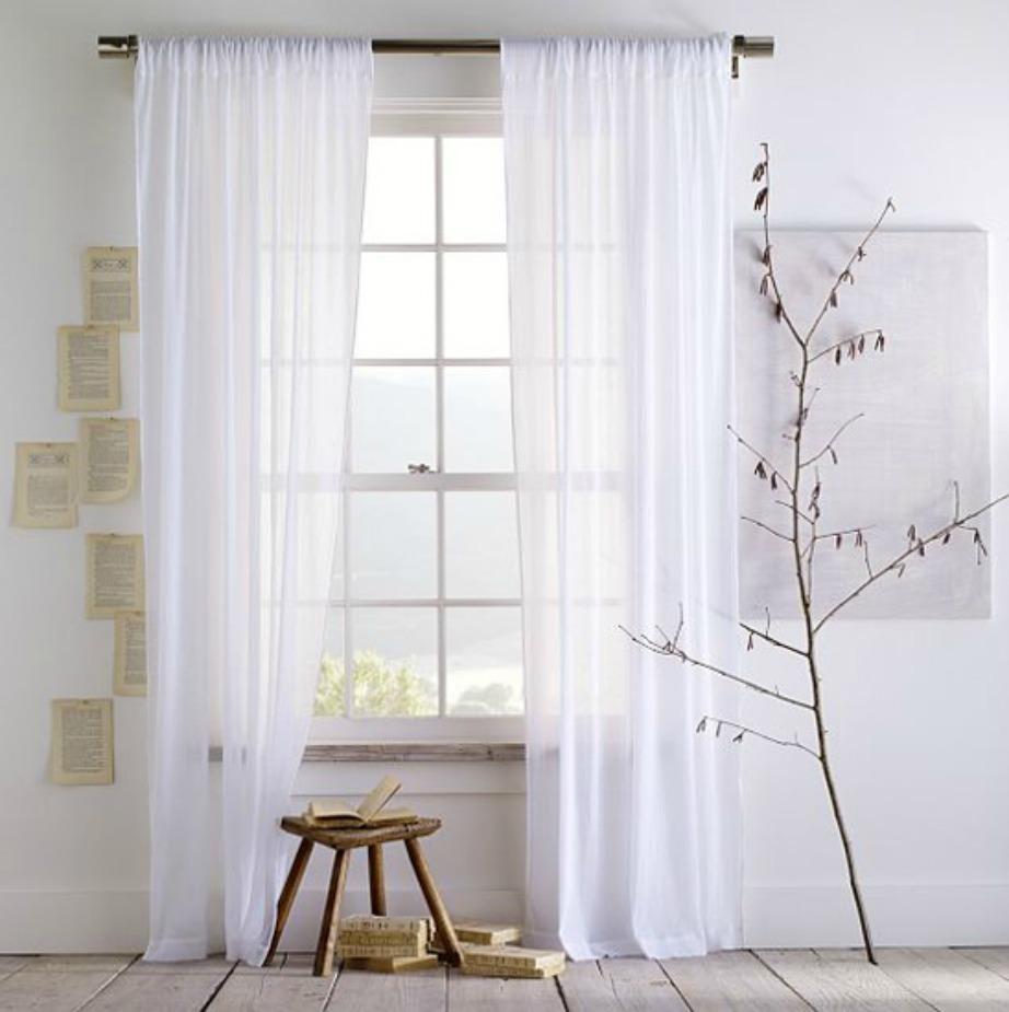Οι πολύ λεπτές κουρτίνες θα επιτρέψουν στο φως του ήλιου να μπει πιο εύκολα μέσα στο σαλόνι σας.