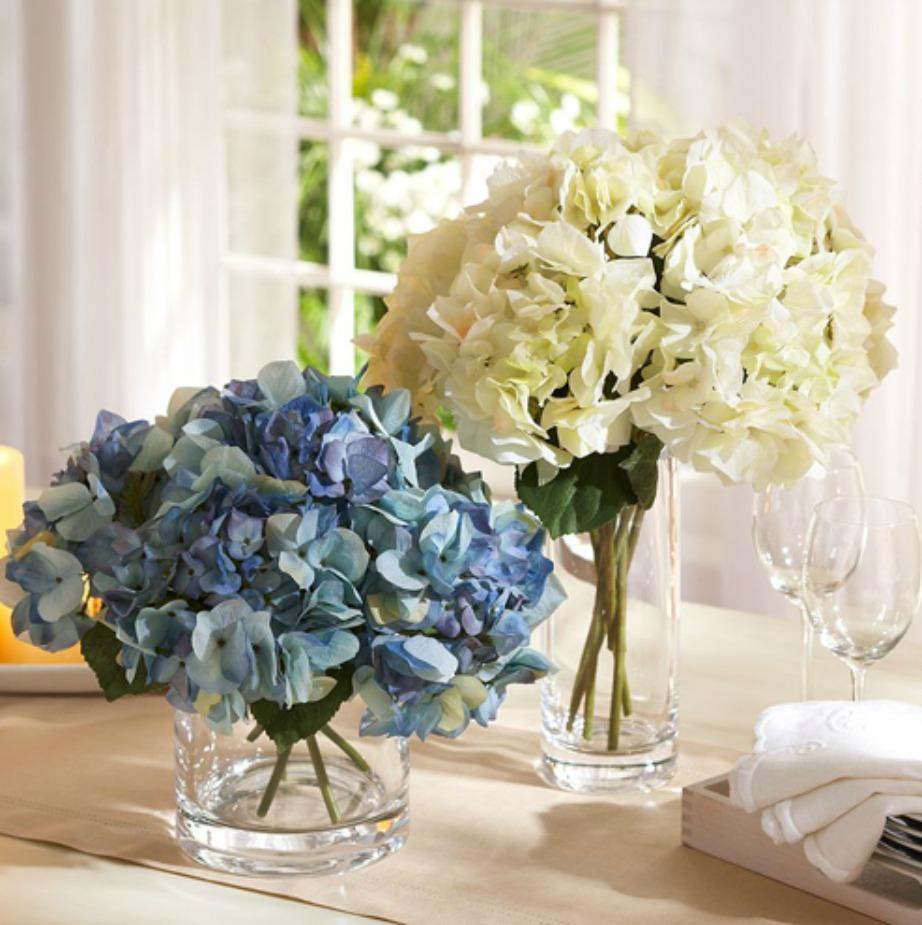 Αυτά τα λουλούδια παρόλο που είναι ψεύτικα μοιάζουν σαν αληθινά.