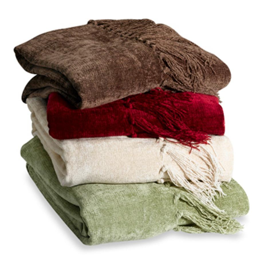 Μερικές κουβερτούλες πάντα χρειάζονται στο σαλόνι και δίνουν μια πιο cozy ατμόσφαιρα στον χώρο.