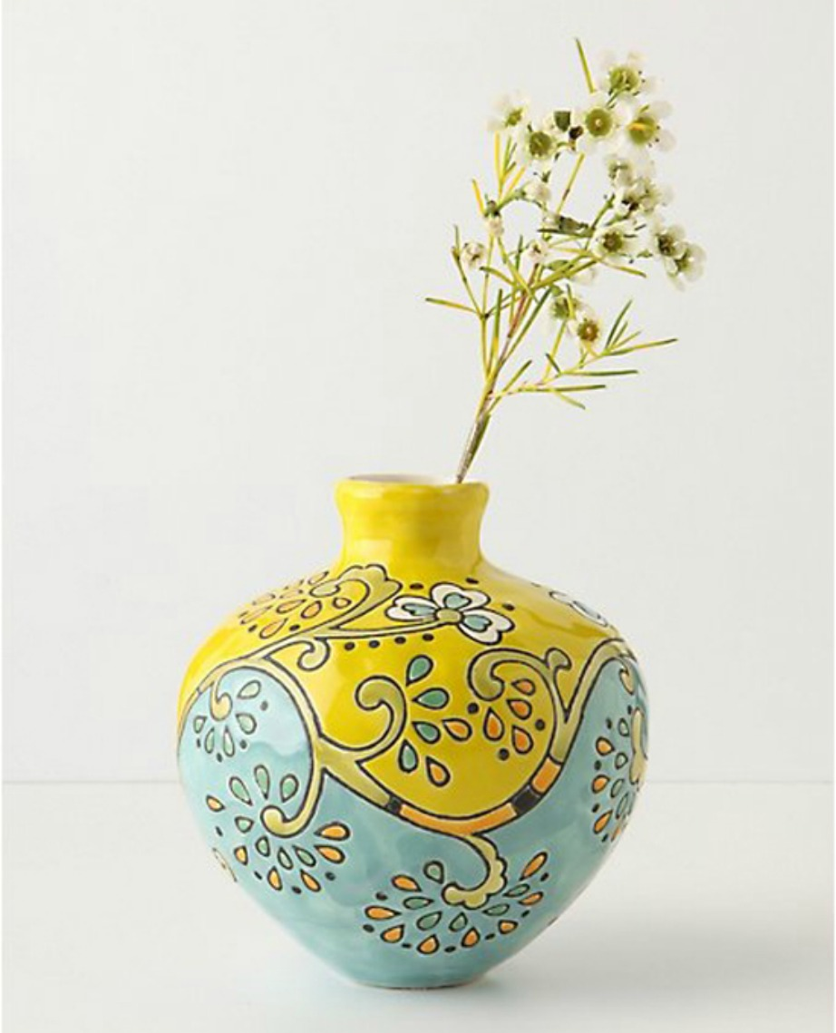 Επιλέξτε πρωτότυπα βάζα που δείχνουν όμορφα ακόμα και χωρίς λουλούδια στο εσωτερικό τους.