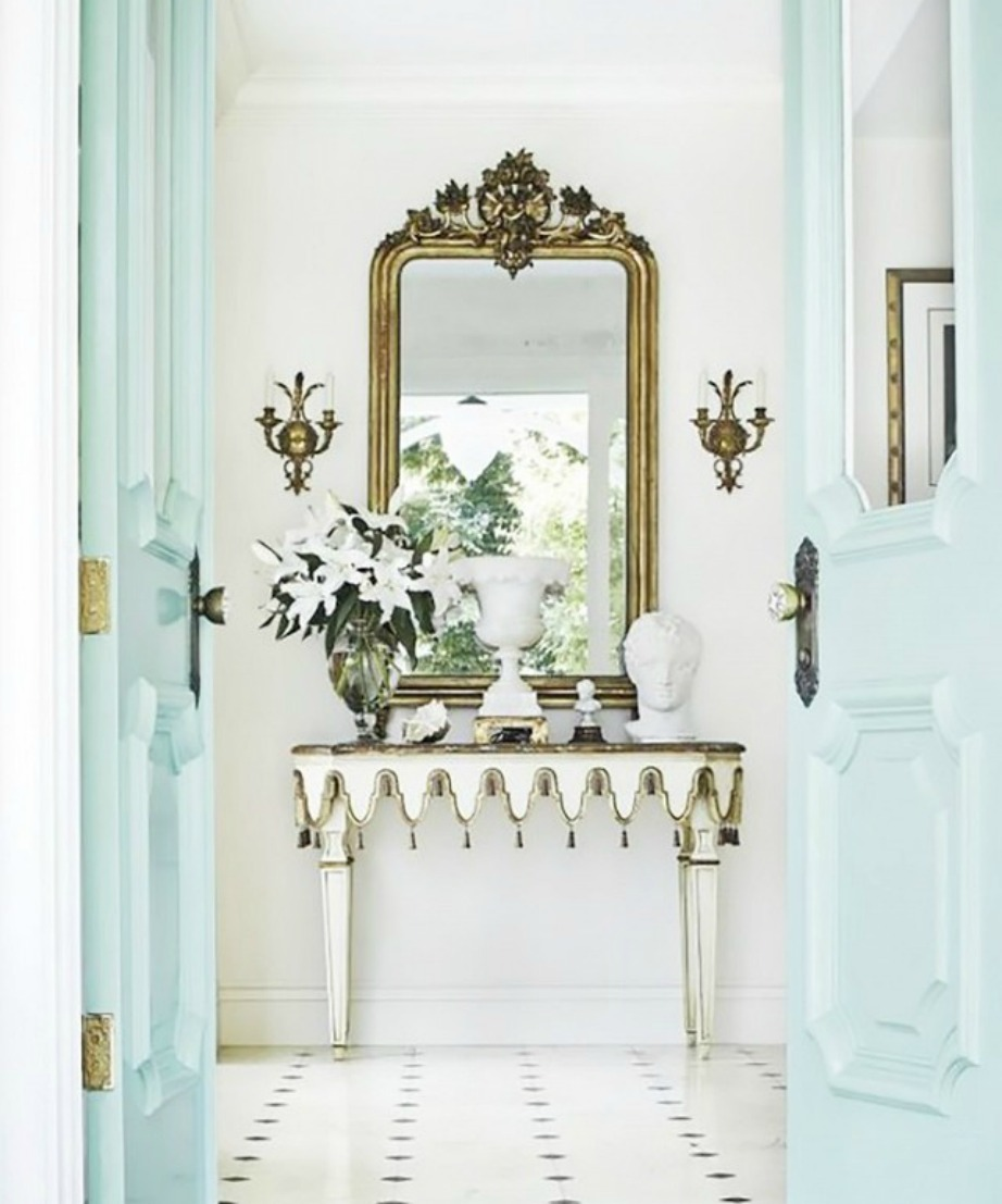 Δεν θέλετε να βάψετε τους τοίχους; Βάψτε τις πόρτες και το αποτέλεσμα θα είναι εξίσου εντυπωσιακό.