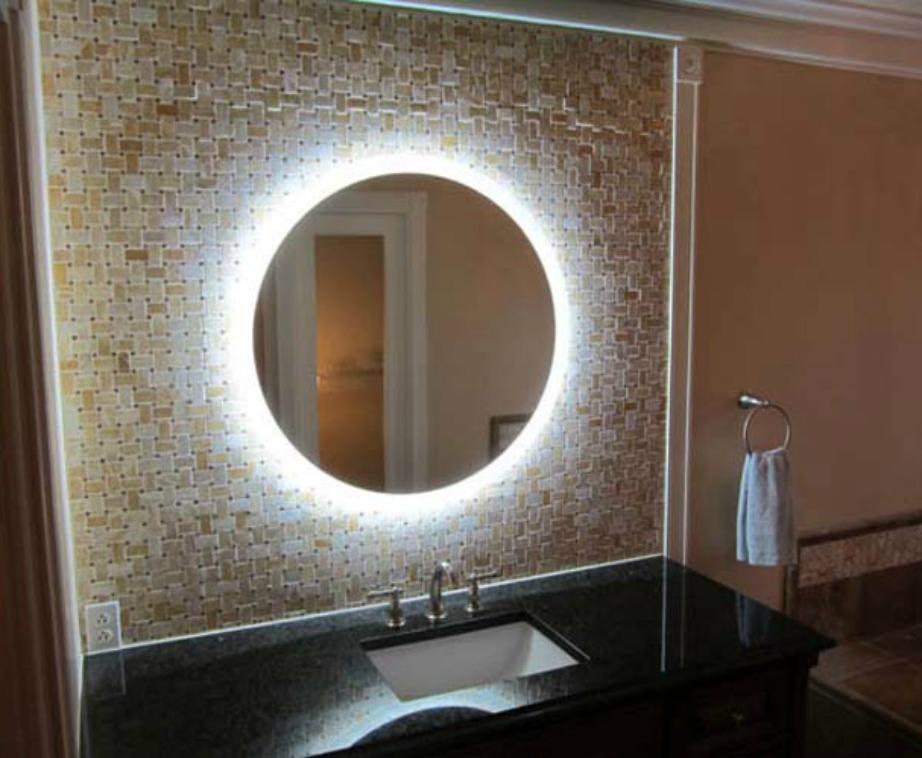 Προσθέστε κρυφό φωτισμό στον καθρέφτη σας για να του δώσετε λάμψη και να δημιουργήσετε ατμόσφαιρα σε όλο το μπάνιο.