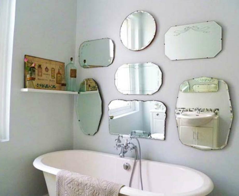 Μια gallery καθρεφτών δίνει στιλ και χαρακτήρα στο μπάνιο σας εύκολα και οικονομικά.