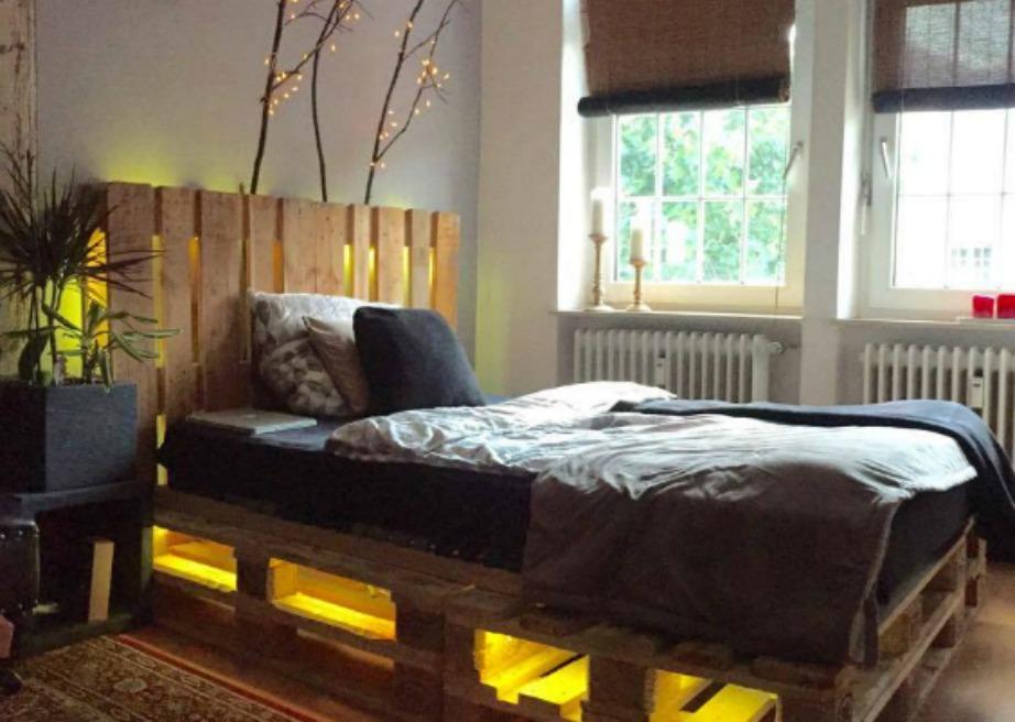 Μπορείτε αν θέλετε να προσθέσετε φωτισμό ανάμεσα στις παλέτες για ένα πιο εντυπωσιακό και ρομαντικό αποτέλεσμα.