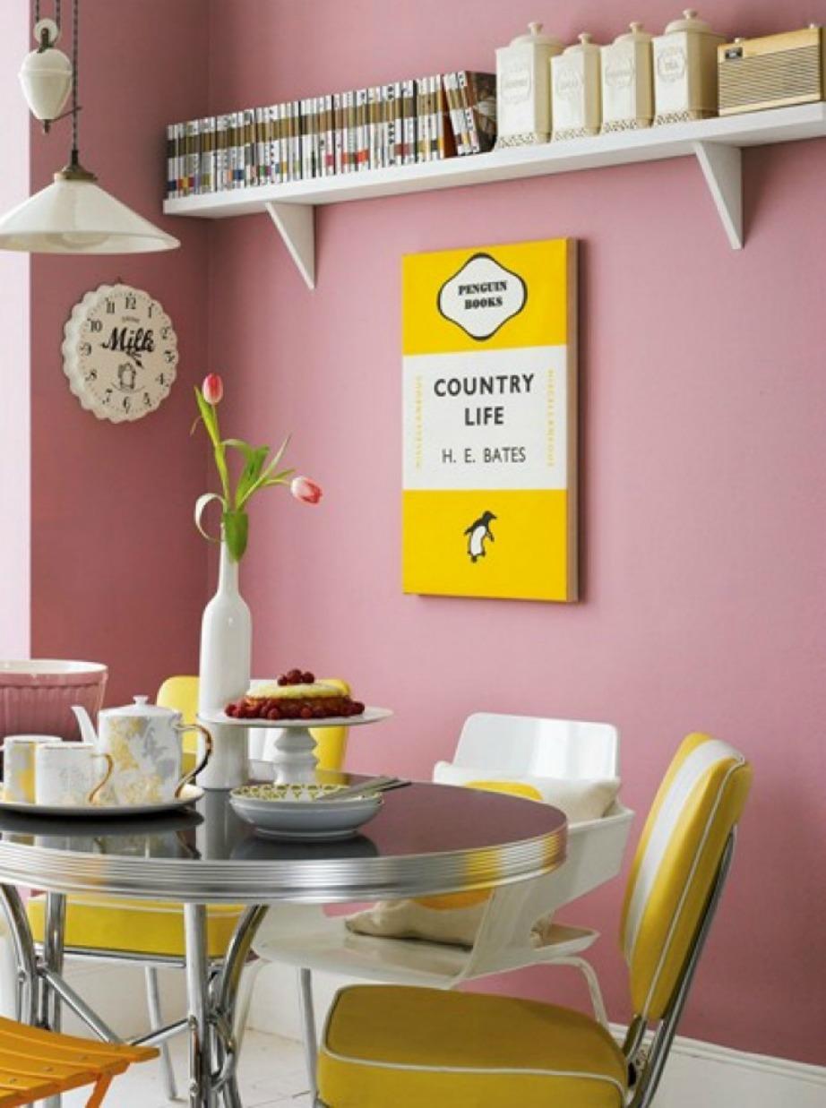 Δείτε πόσο όμορφη δείχνει αυτή η κουζίνα στην οποία έχουν συνδυαστεί 3 αποχρώσεις: λευκό, μουσταρδί και ροζ.