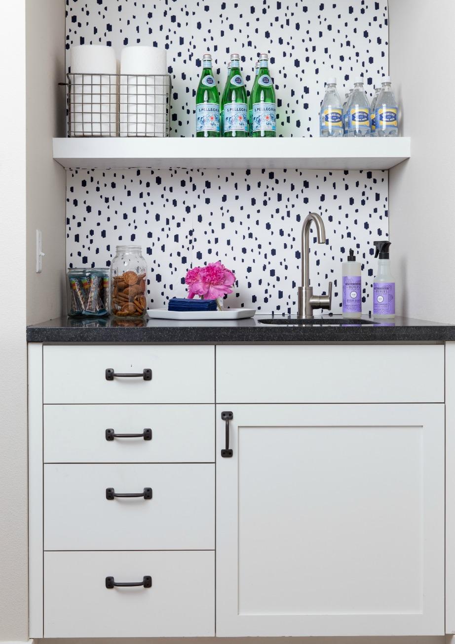 Το ότι ο χώρος είναι μικρός στην κουζίνα δεν σημαίνει πως δεν μπορεί να διακοσμηθεί.