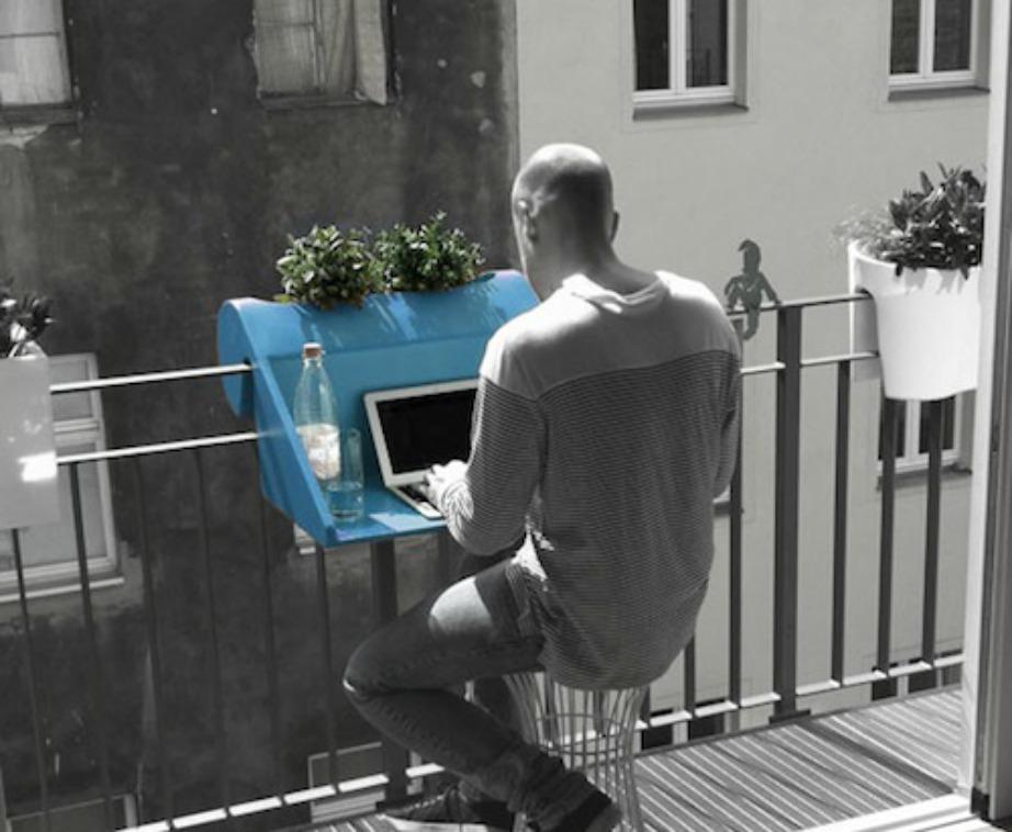 Αν συνηθίζετε να φέρνετε δουλειά στο σπίτι, τότε τουλάχιστον άντε την στο μπαλκόνι σας.