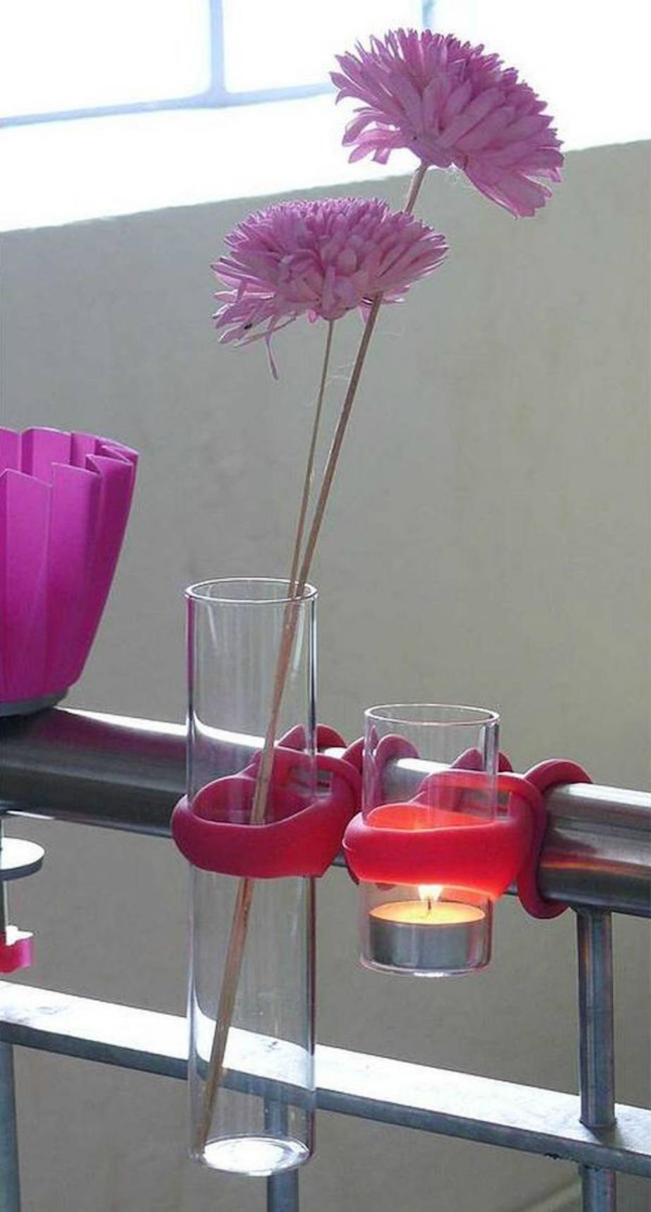 Εντυπωσιακά βάζα και κεριά για το μπαλκόνι.