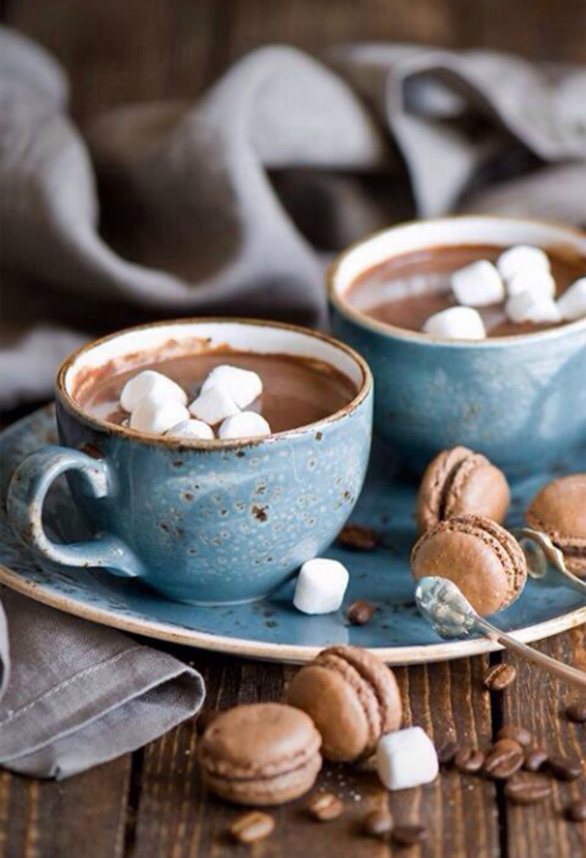 Φτιάξτε το μπαλκόνι σας δίνοντάς του πιο cozy ατμόσφαιρα, ώστε να μπορείτε να κάθεστε και να απολαμβάνετε τον αγαπημένο σας καφέ μαζί με τους καλύτερούς σας φίλους.