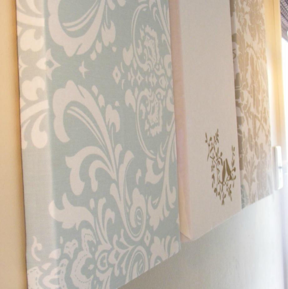 Διακοσμήστε τους τοίχους σας με καμβάδες που θα ντύσετε με ύφασμα.