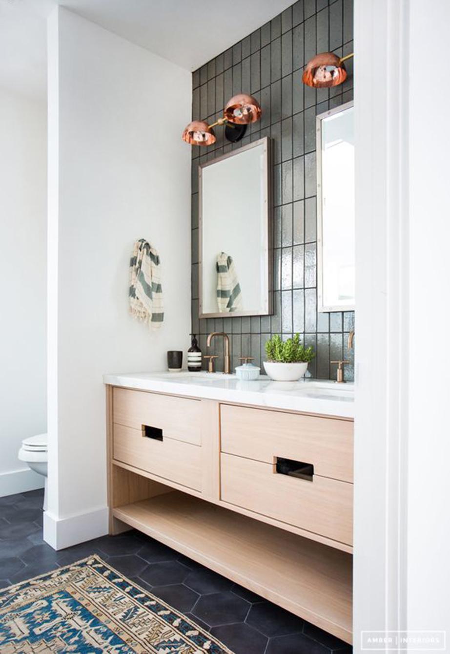 Βάλτε ένα αντιολισθητικό χαλάκι στο δάπεδο του μπάνιου σας.