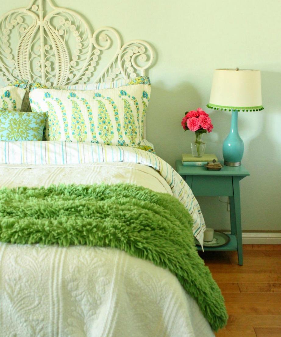 Υπάρχουν άπειρες αποχρώσεις πράσινου. Για τους τοίχους του δωματίου σας επιλέξτε τις πιο παλ.
