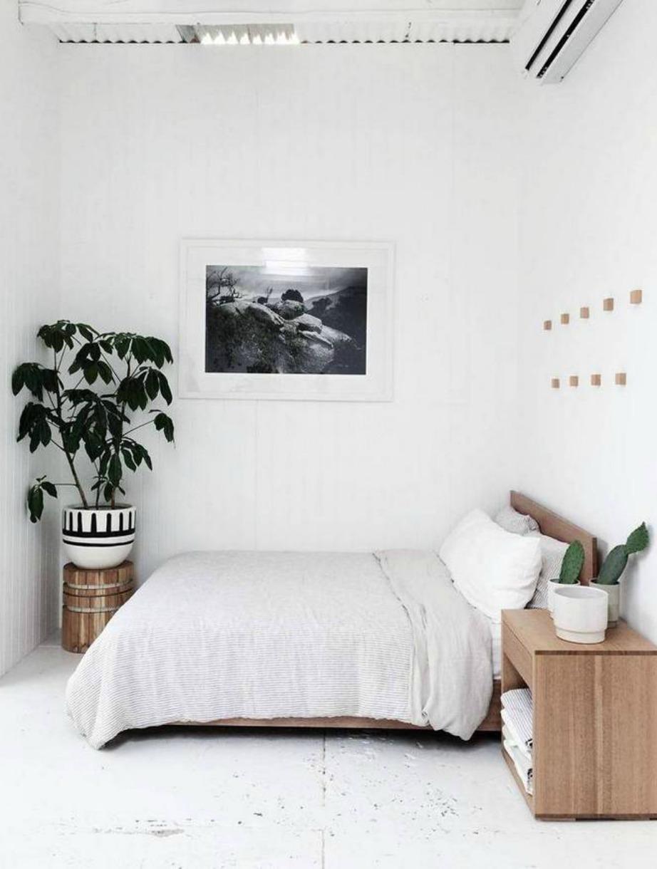 Το λευκό χρώμα στους τοίχους είναι ιδανική επιλογή για μικρά δωμάτια.