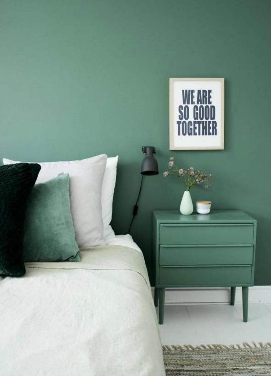 Το πρασινο και το μπλε είναι δύο χρώματα που δίνουν βάθος σε ένα υπνοδωμάτιο.
