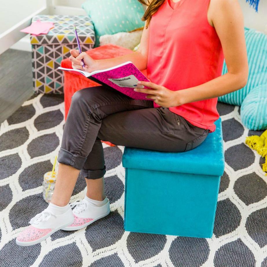 Κάθεστε αναπαυτικά ενώ μπορείτε μέσα στο κουτί-σκαμπό να έχετε αποθηκεμένα όλα σας τα έγγραφα.