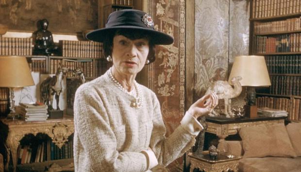 Τι Συμβολίζουν οι Θρυλικές Καμέλιες που Χρησιμοποιούσε η Coco Chanel;