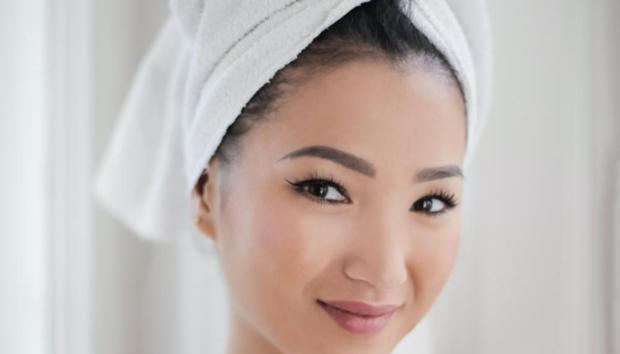 Γιατί δεν Πρέπει να Πλένετε το Πρόσωπό σας στο Ντους;