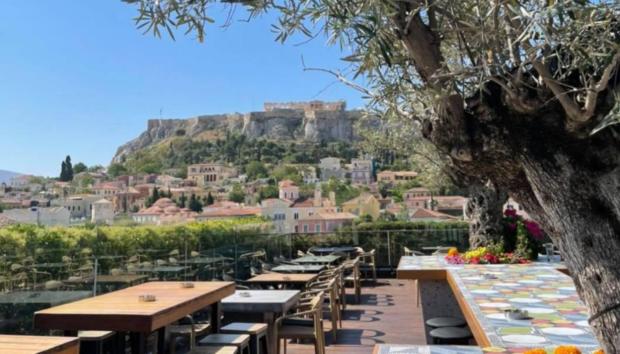 5 Ταράτσες στο Κέντρο της Αθήνας για να Απολαύσετε το Ποτό σας