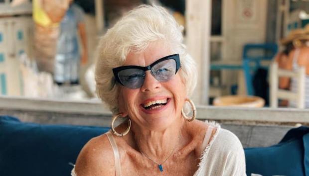 Oι 5 Κανόνες που Βοήθησαν μια Fitness Influencer να Μεταμορφώσει το Σώμα της στα 75